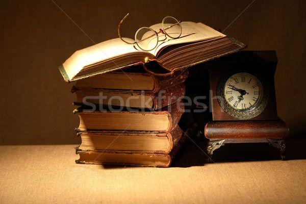 Stock fotó: Könyvek · óra · klasszikus · csendélet · öreg · szemüveg