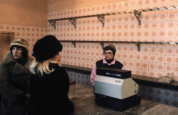 Chris Niedenthal | Sklep mięsny na warszawskiej Pradze | 1981
