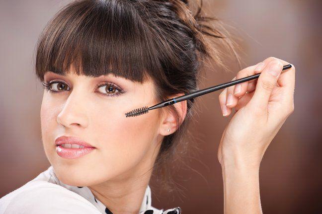 Каждой нужно знать: топ-семь бьюти-советов. Мы делимся секретами удачного макияжа, которыми должна владеть каждая! Совет №1 Старайся делать в макияже один акцент. То есть ели ты рисуешь рисуешь smoky eyes, подчеркни губы нежно-персиковым бле…
