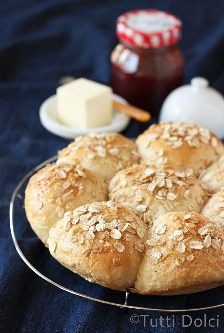 Oatmeal-Honey Rolls | Tutti Dolci