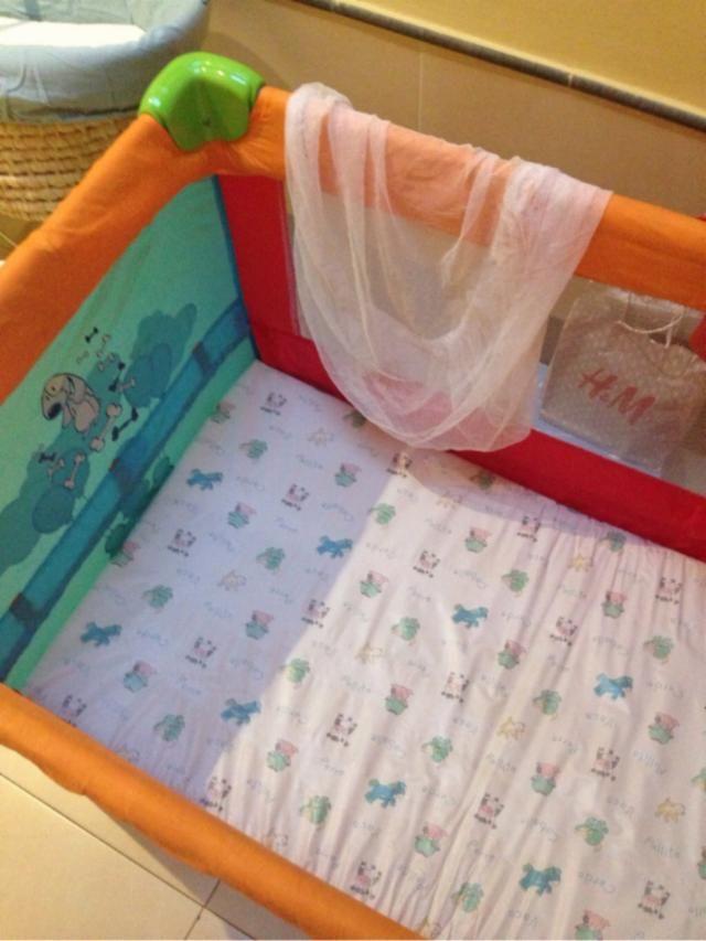 Parque cuna de viaje en perfecto estado. Regalo el colchón plastificado y protector de mosquitos. - 161480603 - Niños y Bebés