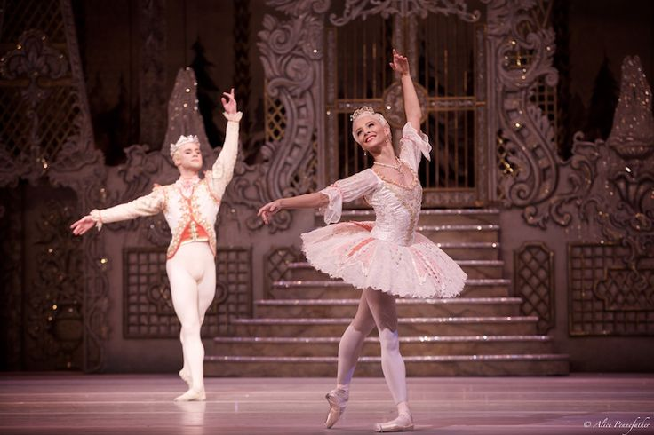 Francesca Hayward as the Sugar Plum Fairy and Alexander Campbell as her Cavalier - Photo by Alice Pennefather