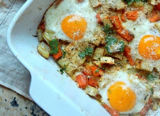 Jajka zapiekane w warzywach.