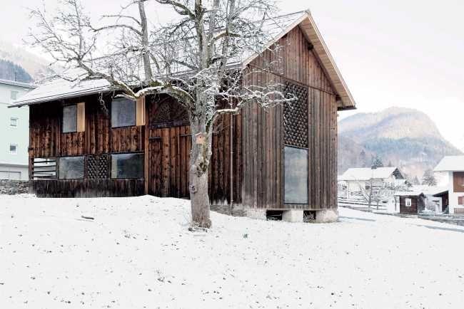 Dřevěné stodoly jsou součástí alpské stavební kultury, ale mnoho z těchto budov mizí.