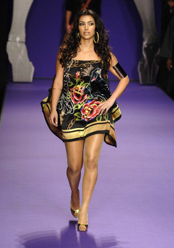 Pin for Later: Kim Kardashian, de Party Girl à Hot Mama  Elle a défilé pour Christian Audigier lors de la LA Fashion Week en Mars 2007.