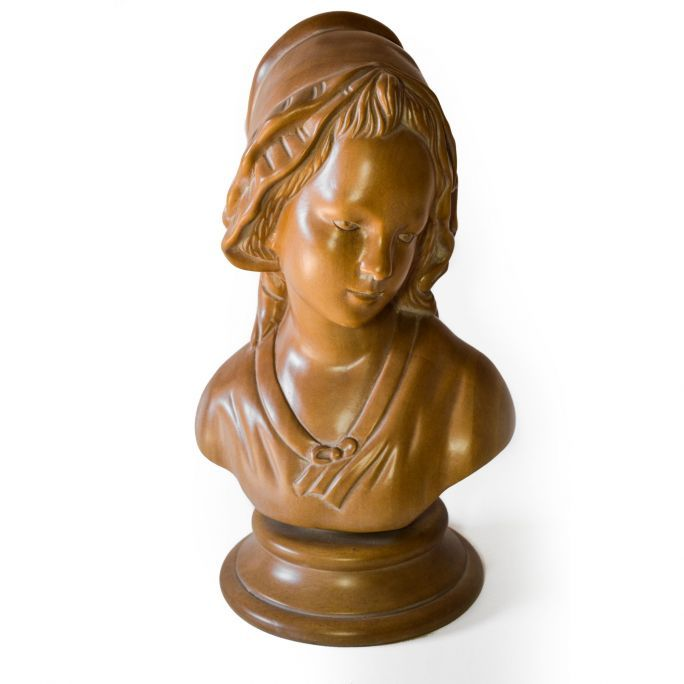 Lady Bust of Art.Intaglio  Hand-carved jelutong wood bust, with wooden handles also turned by hand. Decapé finishing with manual spatula on the deeper incisions made with chisel.