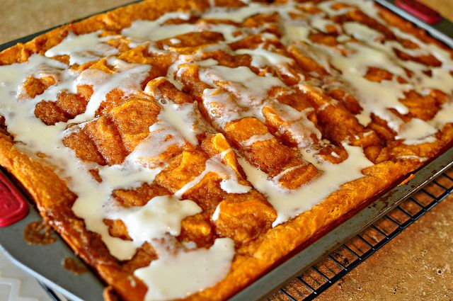 Pumpkin Cinnamon Roll Sheet Cake | dessert | Pinterest