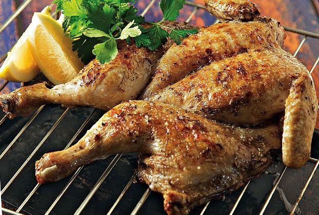 Κοτόπουλο σε αρωματική μαρινάδα από την Αργυρώ Μπαρμπαρίγου | Νόστιμο και εύκολο. Ψήστε το στα κάρβουνα ή στο γκριλ. Απολαύστε το με πατάτες ή με μια σαλάτα