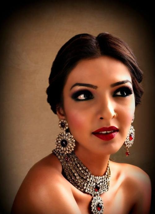 Bridal Jewellery love and makeup is gorgeous!