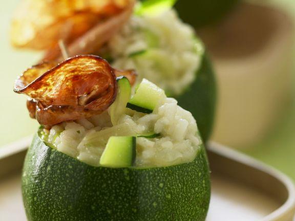 Rondini (Runde Zucchini) mit Reis und Pancetta gefüllt ist ein Rezept mit frischen Zutaten aus der Kategorie Blütengemüse. Probieren Sie dieses und weitere Rezepte von EAT SMARTER!