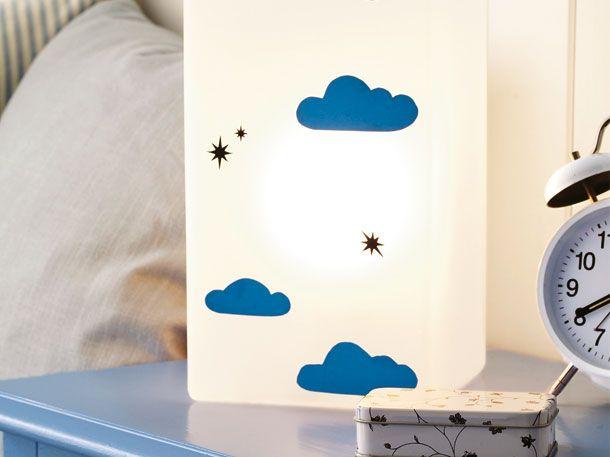 Süße Gute-Nacht-Lampe: Die Nachttischleuchte mit himmlischen Motiven sorgt in Ihrem Schlafzimmer für eine schummrig-schöne Atmosphäre. DAS
