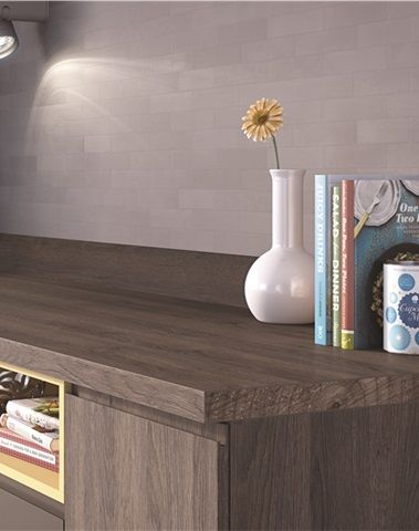 EGGER Kitchen  Worktop and doors: H3325 ST28 Tobacco Gladstone Oak A rich, warm oak design, Tobacco Gladstone Oak is one of our new generation of worktops where the deep and sandblasted texture aligns with the natural markings.