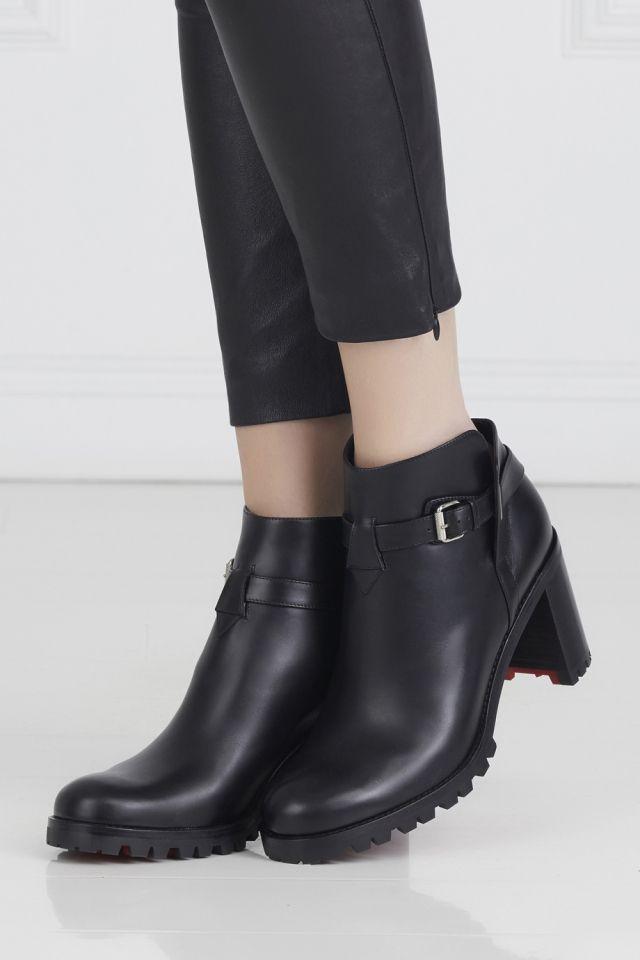 Кожаные ботильоны Communa 70 Christian Louboutin - Черные кожаные ботильоны Communa 70 от Christian Louboutin на 7-сантиметровом каблуке станут незаменимой вещью в вашем гардеробе в интернет-магазине модной дизайнерской и брендовой одежды