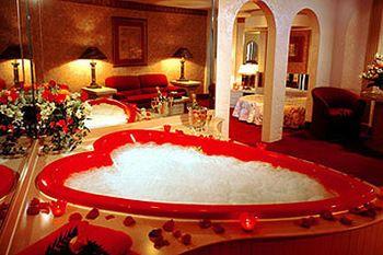 Book Cove Haven Resort, Lakeville, Pennsylvania - Hotels.com