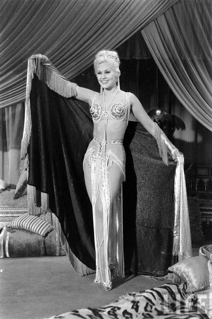 """Kim Novak in """"Jeanne Eagels,"""" the biopic. Only her seventh film, Kim should have been nominated for Best Actress for her performance."""