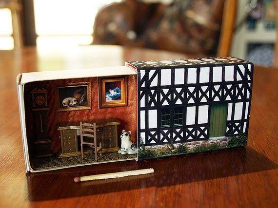 Figurettes - Zespół Aspergera lalki miniaturki zapiski Mamy Aspika: Suitcase Dollhouse - Miniaturkowe domki w zapałkach