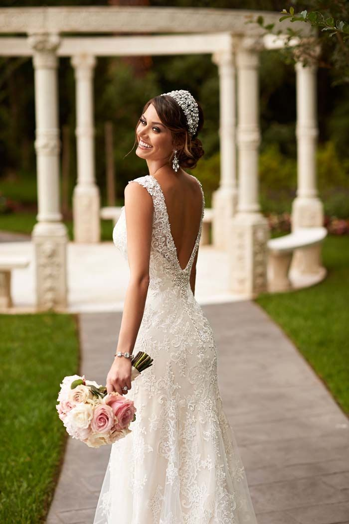 Stella York Spring 2015 Wedding Dress Collection // See the entire collection http://www.modernwedding.com.au/stella-york-spring-2015-wedding-dress-collection/