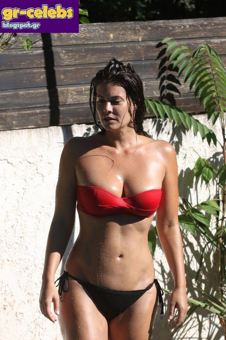 Ελληνίδες Celebrities : Η Μαρία Κορινθίου με μπικίνι μαγιό σε πισίνα στην…