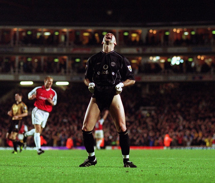 25 November 2001. Premiership. Arsenal vs Manchester United. Fabien Barthez yells in disgust after Henry had scored Arsenal's 3rd goal. Photo: Mark Leech / Offside Sports Photography.