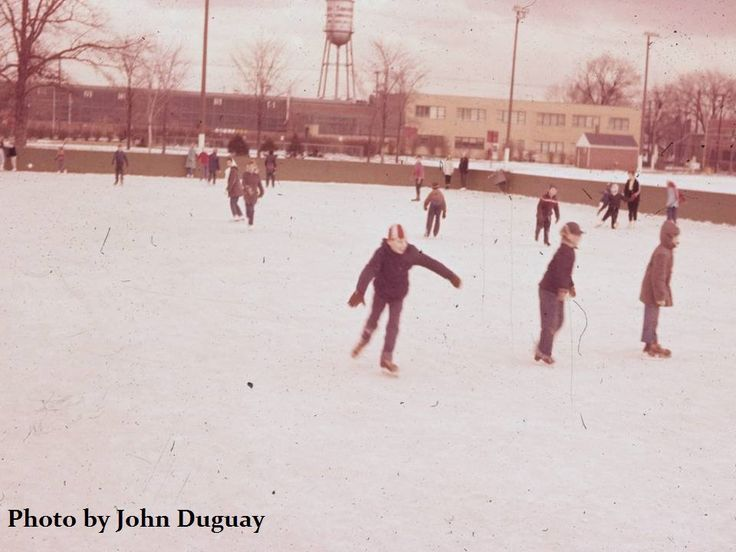 https://flic.kr/p/RwDHrg   ECORSE: Skating rink (early 1960s?)   This rink was located off High Street, near the old fire station.  (Photo by John Duguay)