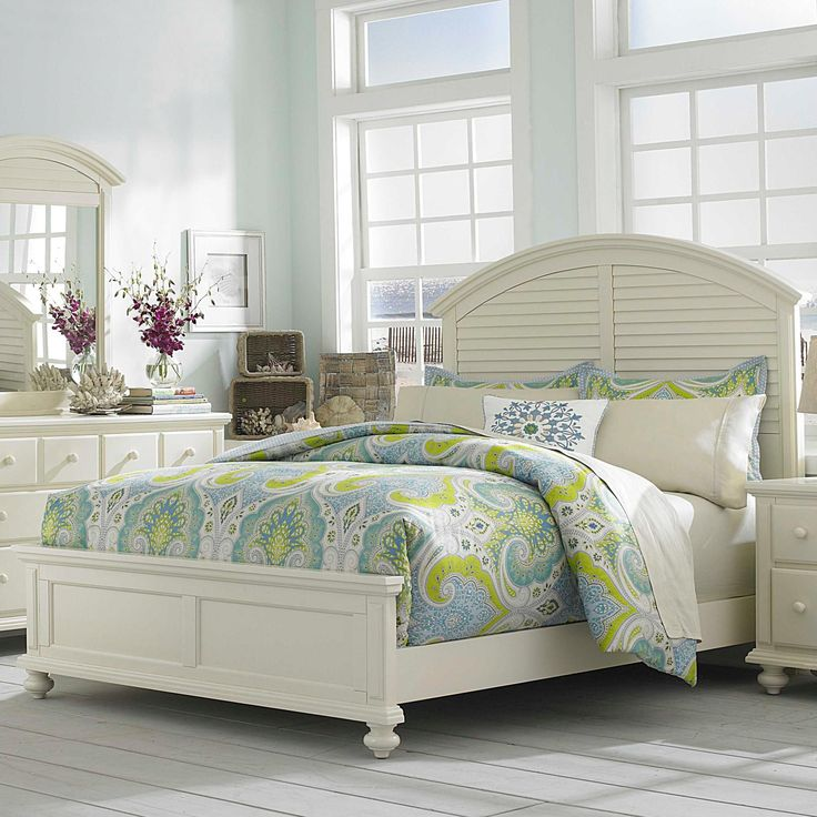 Seabrooke Queen Panel Bed With Arched Louvered Headboard