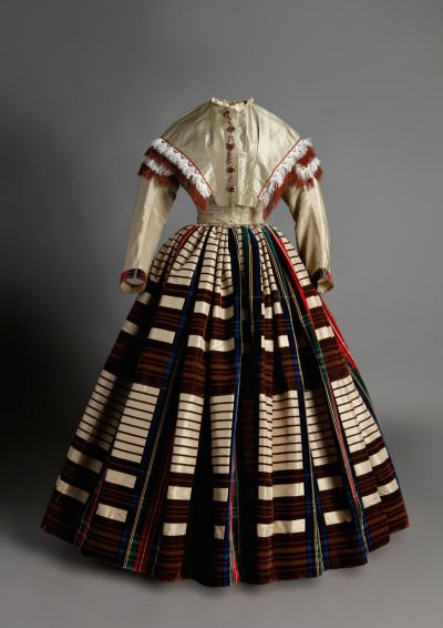 Day dress, 1855 . From the Museo del Traje via the Museo del Romanticismo on Flickr. (via Fripperies & Fobs .)