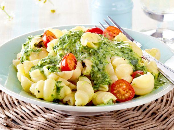 Nudeln mit Spinat-Käse-Soße Rezept | LECKER