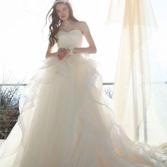 BRIDAL TSURUYA:ガーデンに映える2wayドレスでナチュラル花嫁に大変身
