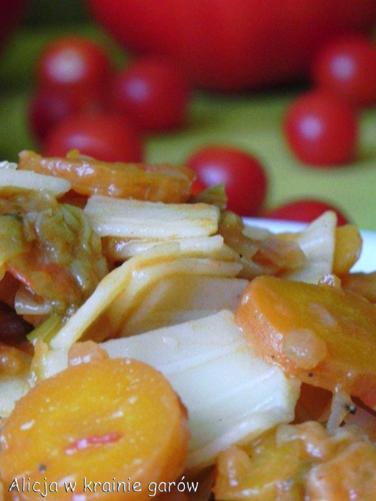 Alicja w krainie garów...: Łazanki z kapustą i pomidorami