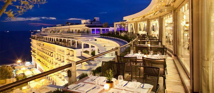 Η συμπρωτεύουσα έχει τα δικά της όμορφα καλοκαιρινά στέκια για φαγητό, καφέ και ποτό. Συγκεντρώσαμε λοιπόν μερικές από τις πιο ενδιαφέρουσες τοποθεσίες που αξίζει να επισκεφτείτε αν κάνετε ένα ταξιδάκι προς Θεσσαλονίκη, που είναι υπέροχη και το καλοκαίρι.