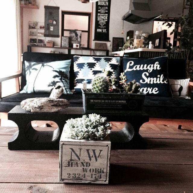 mamyuさんの、Overview,サボテン,クッション,DIY,多肉植物,ニトリ,コーヒーテーブル,流木,木の家,男前,机DIY,バスロールサイン風,日本家屋,黒ブロック,NOWHEREちゃんについての部屋写真