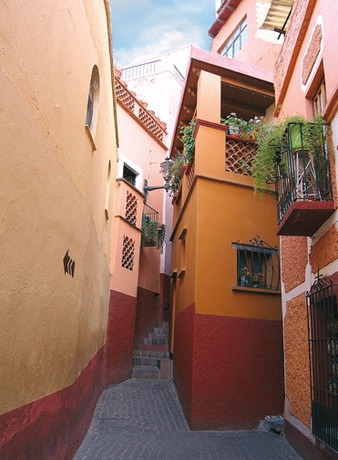 Callejón del beso  Alley of the kiss