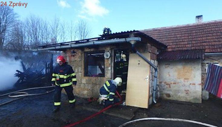 Děti při hře na Plzeňsku zapálily seno a začal hořet i dům