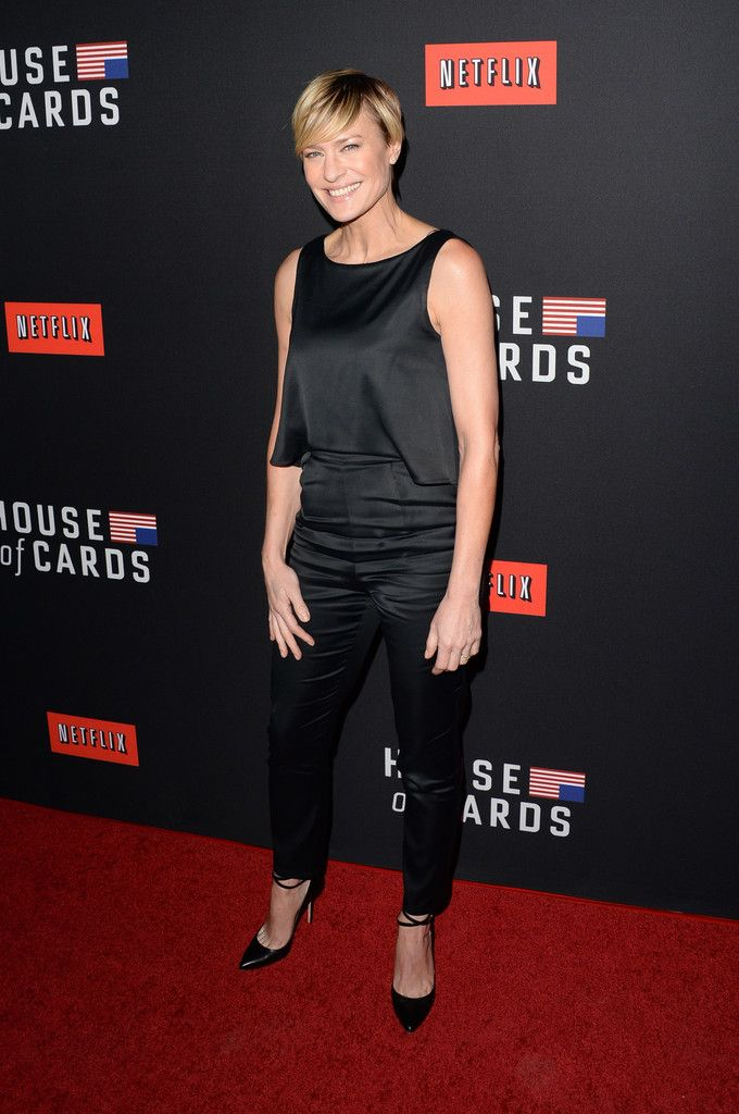 Robin Wright Skinny Pants - Robin Wright completed her no-frills outfit with a pair of black skinny pants.