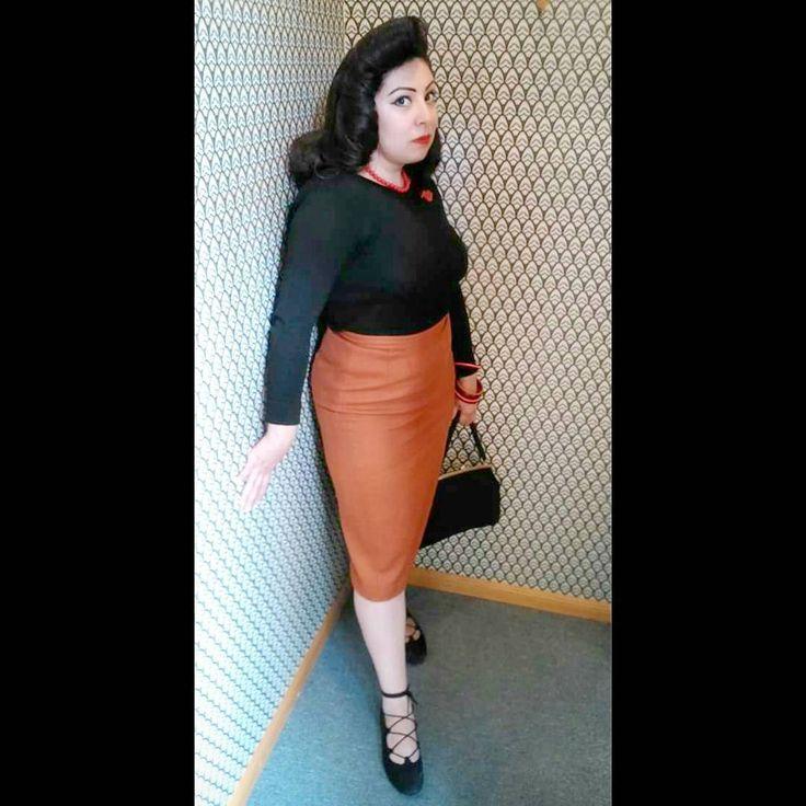 Mujer Fatal  Peinado y maquillaje @alaantiguitahairstyles  Falda y Zapatos @biancaluckshoes Locación @laondashowroom #bomshell #mexicancurves #vintagegal#mexicanavintage1940s #40sstyle #mexicanbomshell #mexicanbeauty #vintagemexico #1940sstyle #truevintageootd #mexicanvintage #chaguita40s #mexicanbeauty #50sstyle #muchachavintage #vintagegirl #50s #edithlamujerdefuego #truevintage #vintageootd