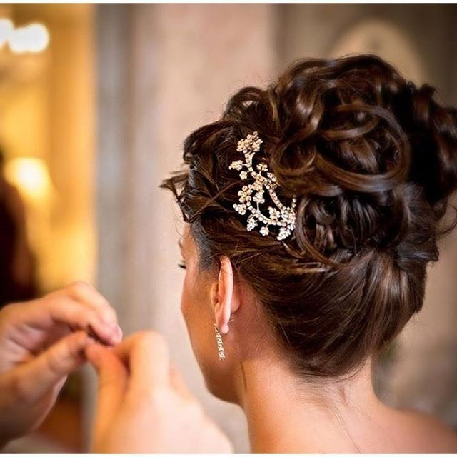 Fabulous @mariaelenaheadpieces comb to accent a chic bun! Beautiful bridal style. #MariaElena #headpieces #bridalhair #weddinghair #wedding #bridal #fallstyle #style #fashion #updo #hair #hairaccessory #accessories #bridalstyle #bridalbeauty #comb #jewelr