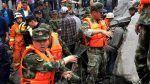140 orang lebih terkubur dalam longsor di Cina  BEIJING (Arrahmah.com)  Lebih dari 140 orang terkubur hidup-hidup setelah hujan lebat menyebabkan tanah longsor di Cina bagian barat daya menurut laporan kantor berita sebagaimana dilansir Al Jazeera.  Longsor melanda desa Xinmo di daerah Maoxin di provinsi Sichuan sekitar pukul 06:00 waktu setempat (22:00 GMT Jumat) ungkap kantor berita Xinhua.  Sepasang suami-istri dan satu bayi berhasil diselamatkan dan dibawa ke rumah sakit setelah 46 rumah…