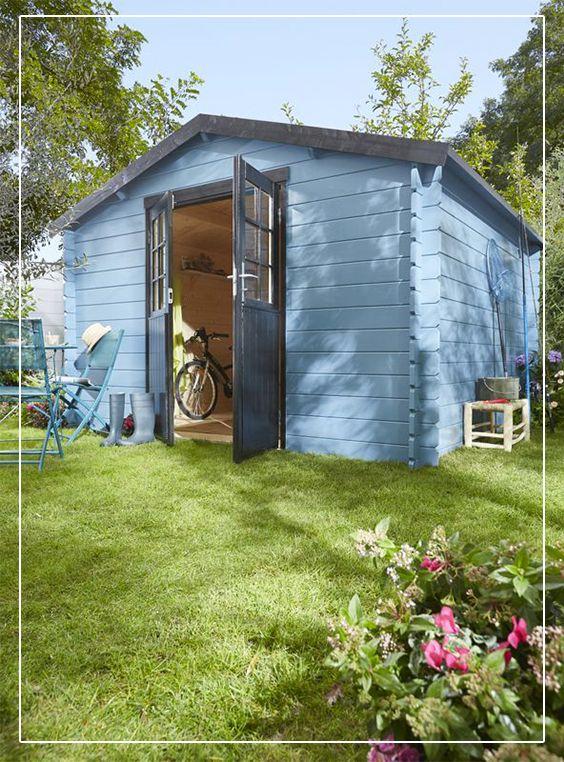 Un abri de jardin en bois ryona au look chalet id al pour for Cabane de jardin en bois traite
