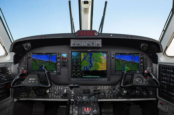 Fotka: https://disciplesofflight.com/textron-aviation-garmin-g1000-nxi-king-air/  Recently, Textron Aviation announced that they were outfitting their single-engine piston aircraft with the Garmin G1000 NXi flight deck. According to the company, they'll also be offering the upgraded flight deck/avionics for their King Air 200/300/350 models, both as a new installation and as a retrofit for aircraft currently in service...