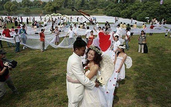 Los 21 vestidos de novias más locos en el altar