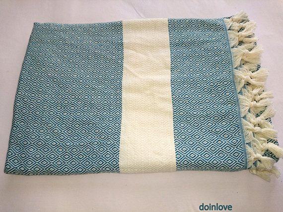 Türkische weicher Baumwolle gewebt einzigen Decke. Es ist völlig aus natürlicher Baumwolle gemacht. Es ist dekorativ und nützlich für Bettwäsche. Es ist leicht im Gewicht. Es ist leicht zu waschen und trocknet so schnell. Es nimmt nicht viel Platz ein. Sie können es auch verwenden, wie