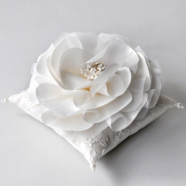 Ring pillow (wedding)