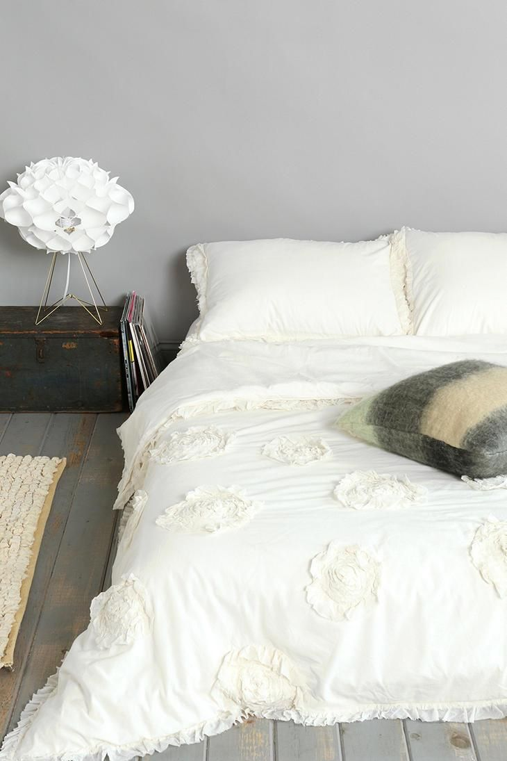 plum bow frayed rose duvet cover urbanoutfitters. Black Bedroom Furniture Sets. Home Design Ideas