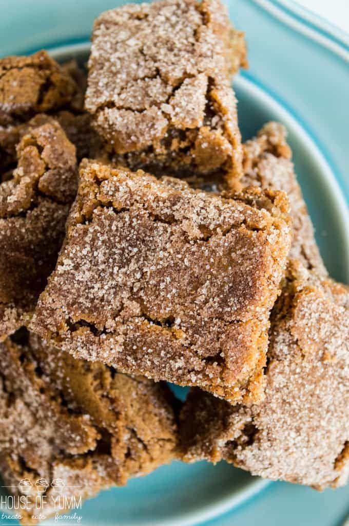 Cinnamon Blondies! The ULTIMATE soft & chewy cinnamon blondie! This easy dessert recipe that is sure to please.