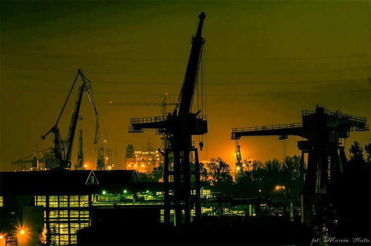 Stocznia nocą / #Shipyard at night, #gdansk | fot. Marcin Huta