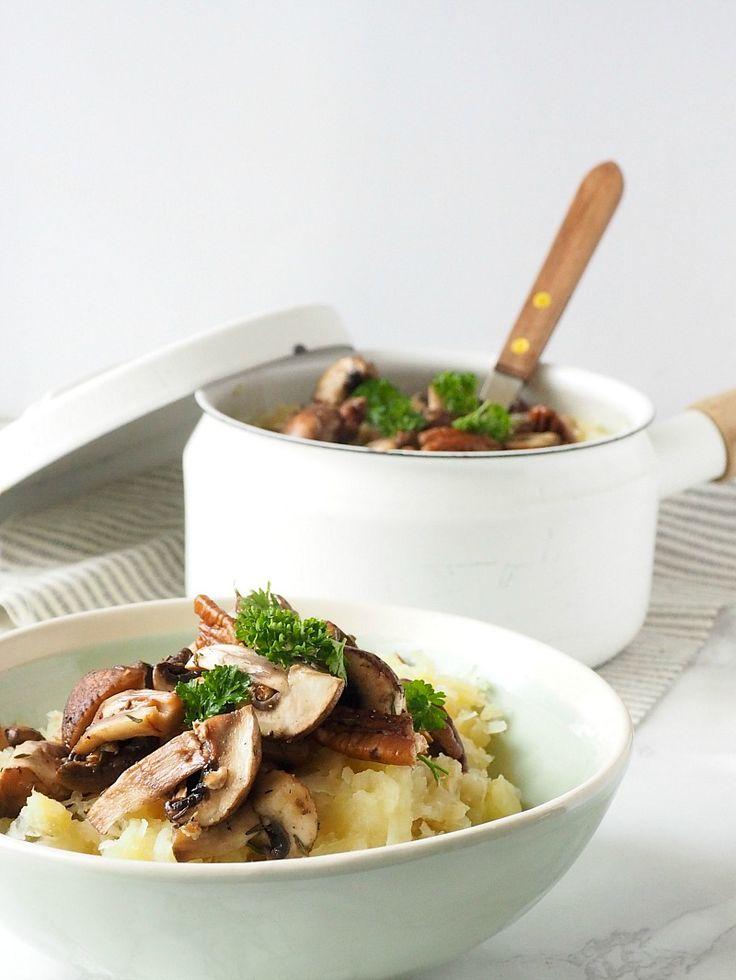 Witte kool stamppot met gekarameliseerde champignons en pecannoten
