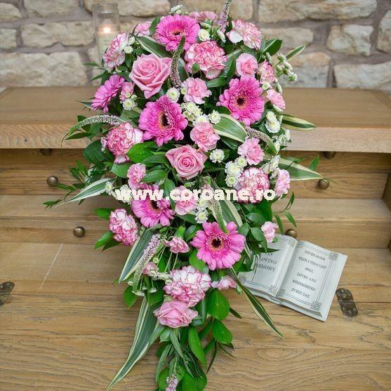 Jerba funerara, jerba funerara flori roz, extrem de eleganta si plina de sarm