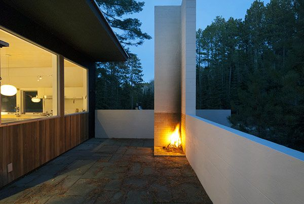 Absolutely love this minimal 2 sided outdoor fireplace