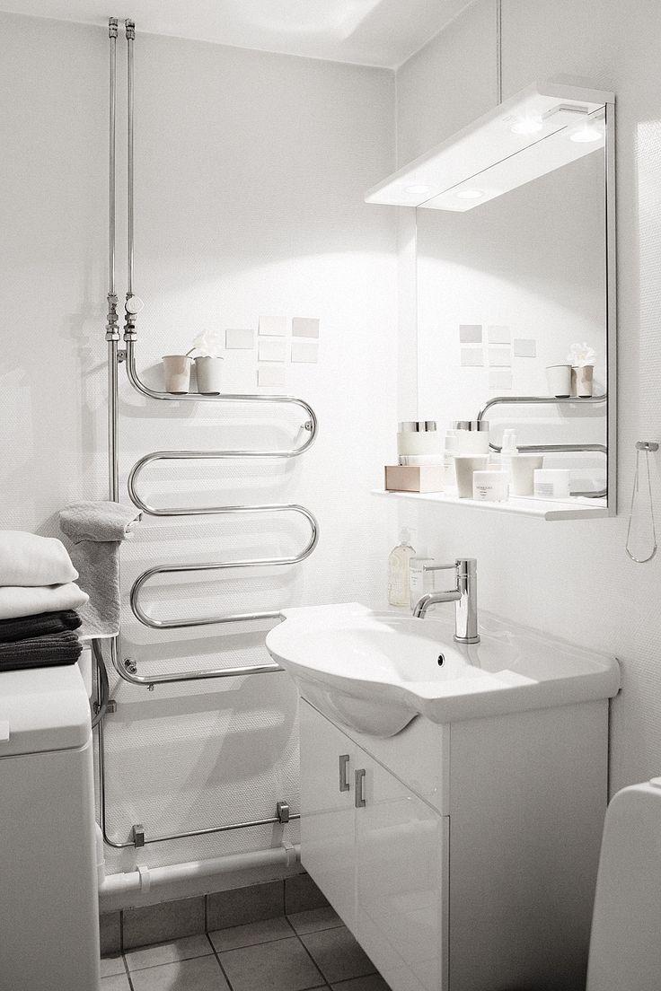 Crazy towel warmer in an apartment in Stockholm : Dalagatan 74B | Fantastic Frank