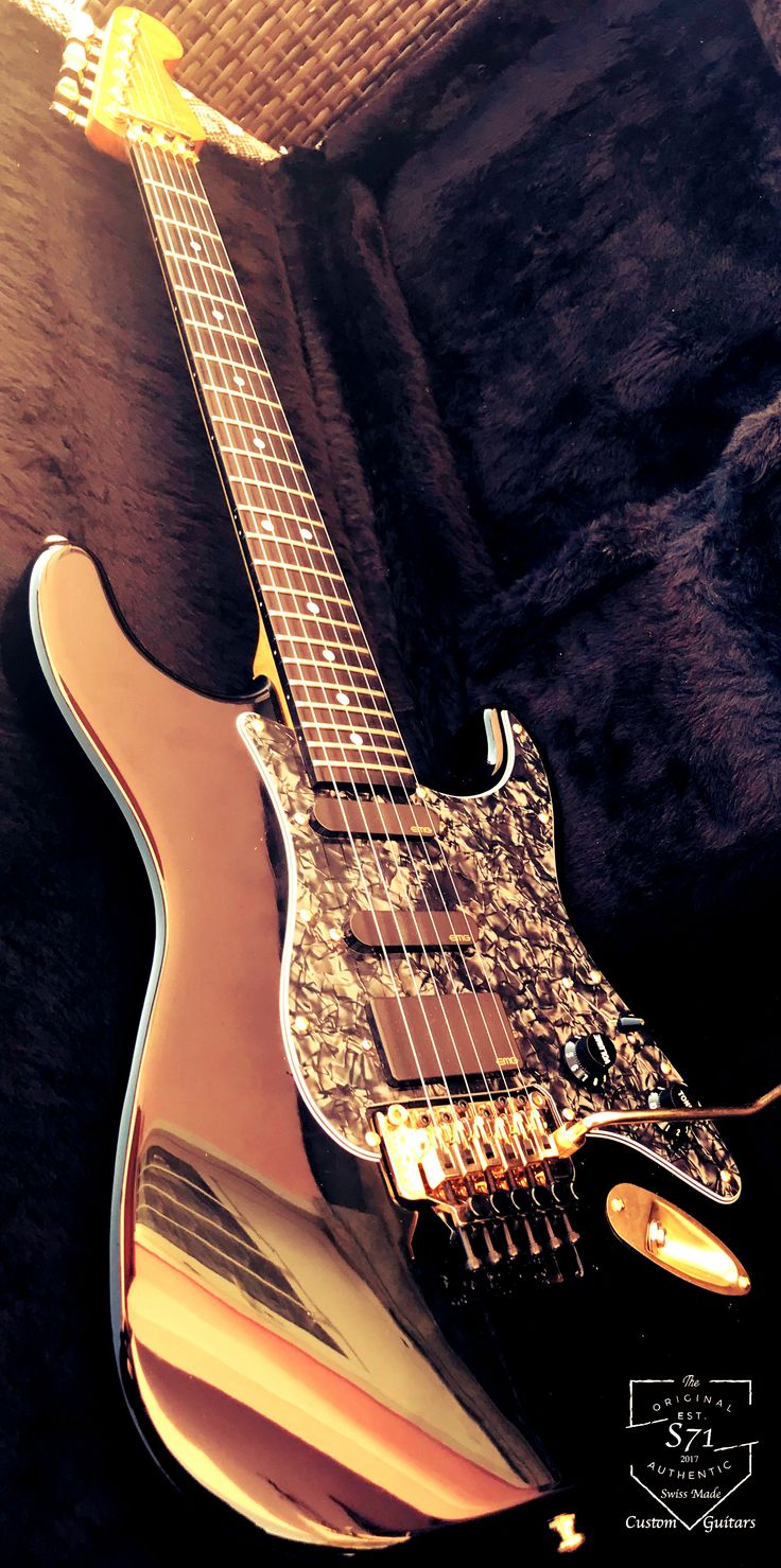 Unique Steve Lukather SuperStrat made in USA by Custom Shop Warmoth with an alder chambered body and a stunning Birdseye flame maple neck. Active EMG-SL20 pickup set with Gotoh battery compartment and genuine Gold Floyd-Rose.  -S71Guitars-
